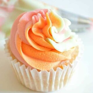 How to Swirl Multiple Frostings For Cupcakes