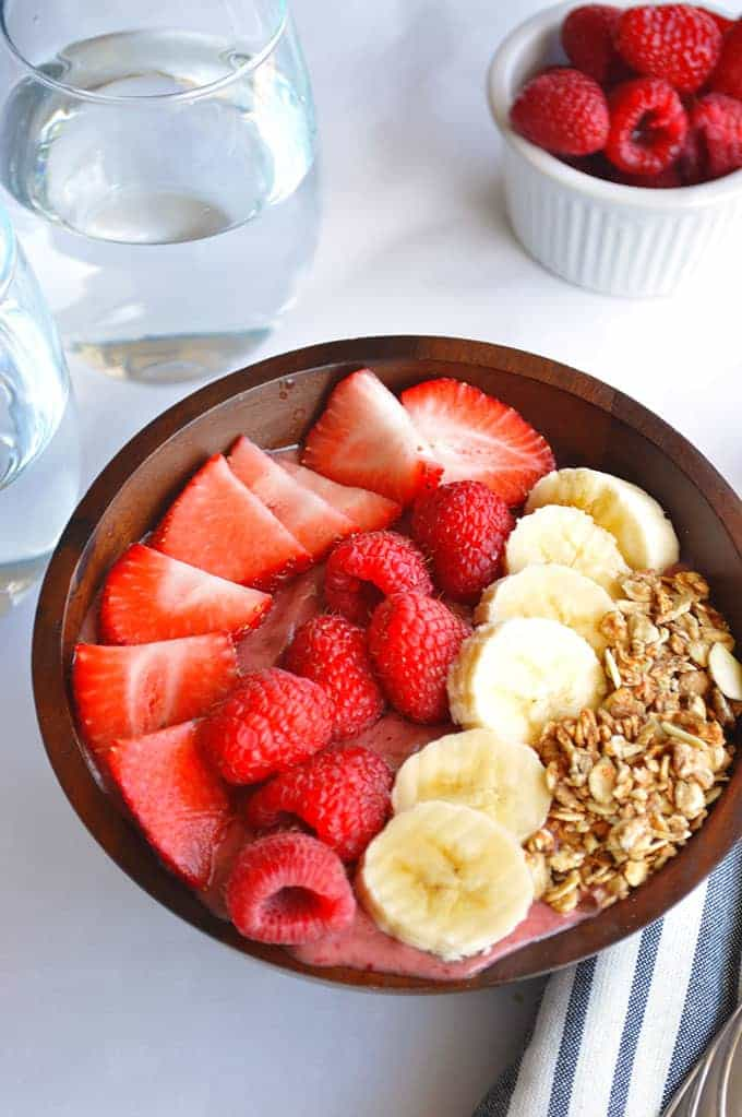 Banana Berry Acai Bowl. Filling, healthy, sweet, fruity breakfast bowl made with Acai, banana, strawberries and raspberries.