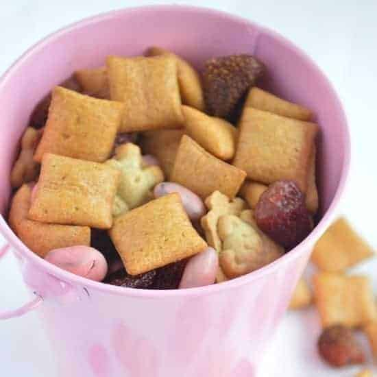 Strawberries & Cream Snack Mix