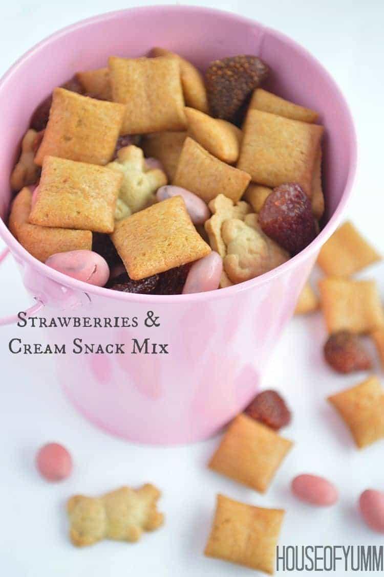 Strawberries & Cream Snack Mix