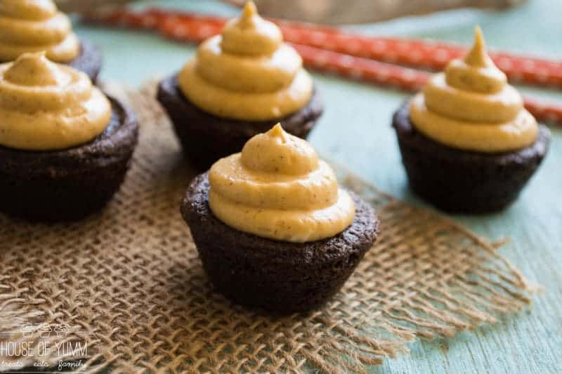 Chocolate Cookie Cups with Pumpkin Pie Cream Cheese Frosting - the perfect sweet treat for autumn! Get the recipe and instructions on iheartnaptime.com