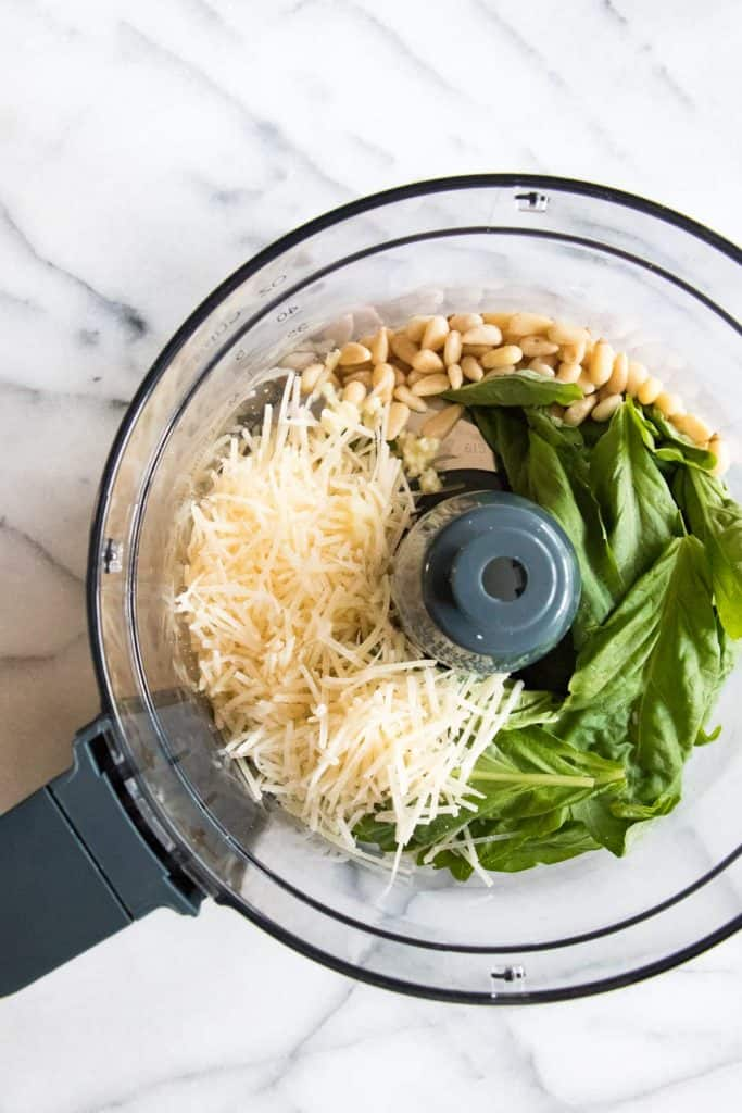 Pesto Pasta Salad! This pasta salad is loaded up with fresh mozzarella, juicy tomatoes, and coated with an easy to make homemade pesto sauce made with fresh basil and garlic.